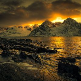 lofoten, noorwegen, norway, sunset, zonsondergang, berge, mountain, shore, coast, kust, oceaan, ocean, atlantic, nature, photography, orange,
