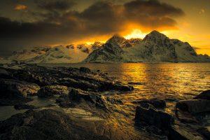 lofoten, noorwegen, norway, sunset, zonsondergang, berge, mountain, shore, coast, kust, oceaan, ocean, atlantic, nature, photography, orange,