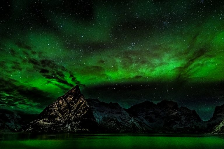 Lofoten, aurora borealis, noorderlicht, noorwegen, norway, europe, europa, atlantic, mountain, bergen, nacht, sterren, stars, green, northern light, snow, winter, sneeuw, travel, reizen, natuur, nature, photography, fotografie, nikon
